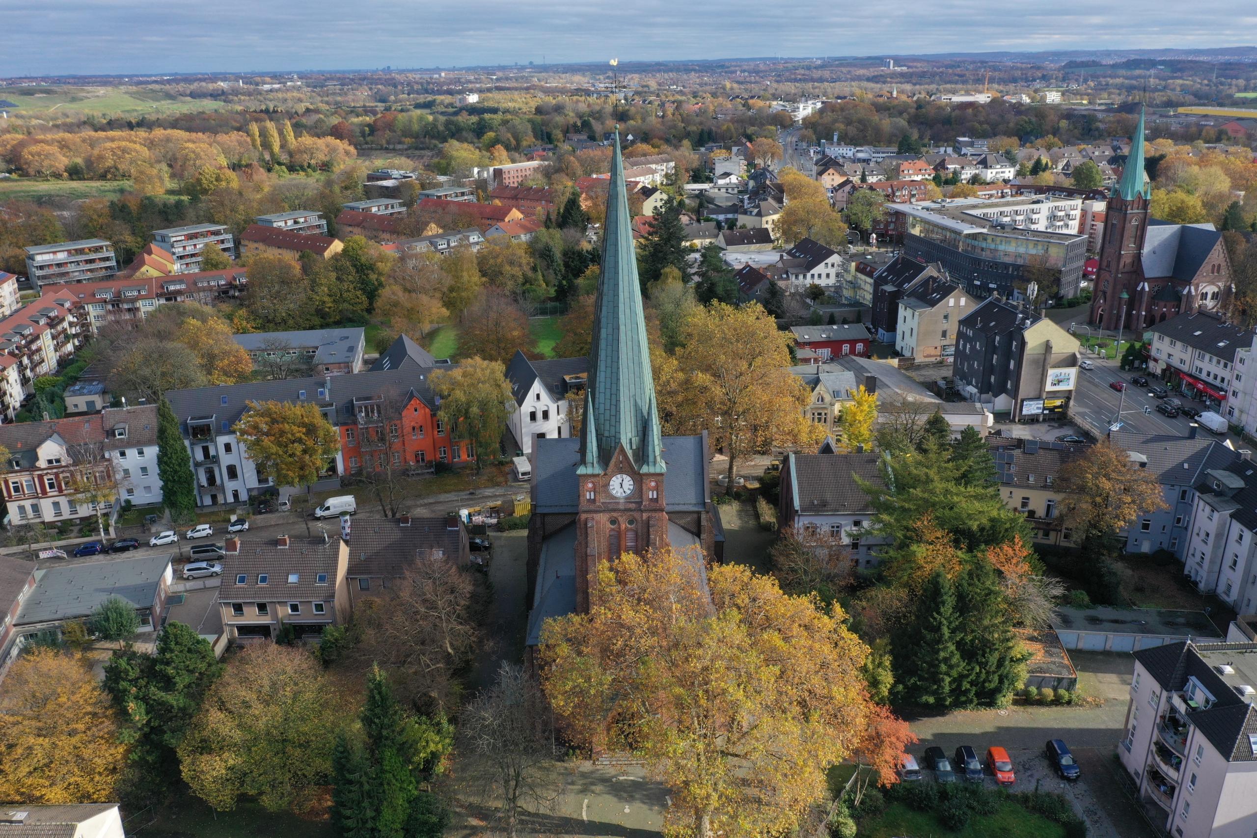 Luftbildaufnahme der Liebfrauenkirche in Altenbochum
