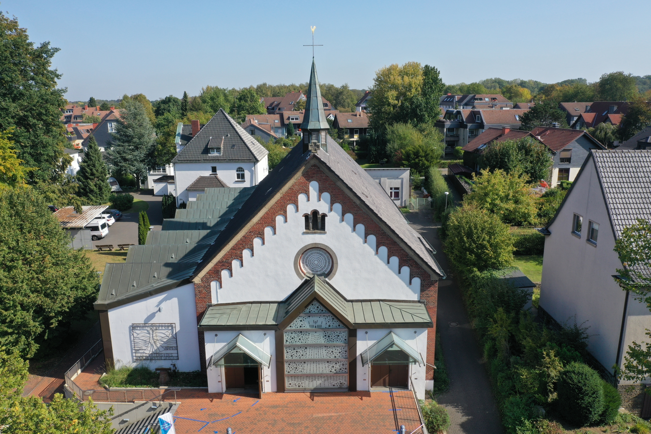 Luftbildaufnahme der St. Bonifatiuskirche in Langendreer