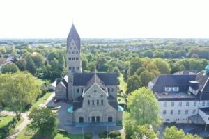 Luftaufnahme der St. Elisabethkirche in Gerthe